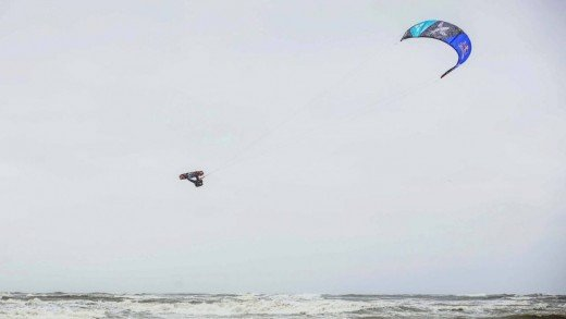 Extreme Kiteboarding in the Netherlands – Red Bull Megaloop Challenge